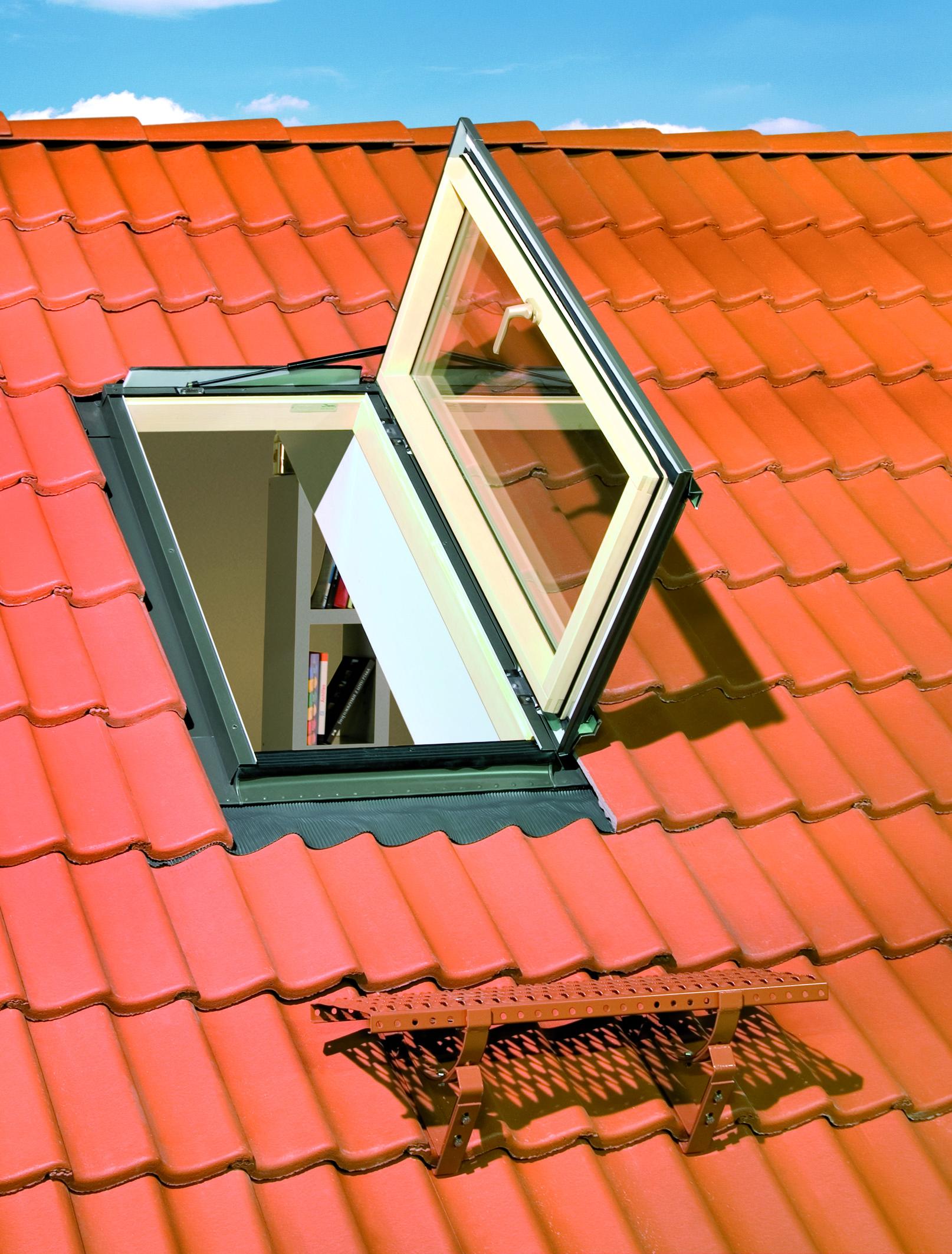 Люк на крыше дома своими руками